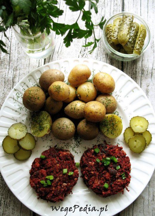 Wegańskie burgery z buraków i kaszy jaglanej - z piekarnika