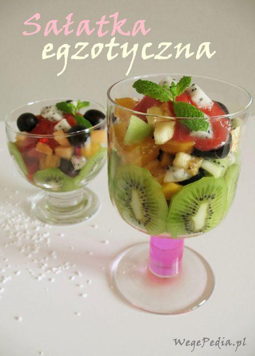 Sałatka z owoców egzotycznych z sosem truskawkowo-rumowym
