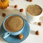 Wegański napój orzechowy zkarobem ala cappuccino – zamiast kawy