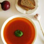 Zupa zpieczonych pomidorów zgrzankami – niskotłuszczowa