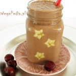 Wegański lodowy koktajl czekoladowy zwiśniami ibananem