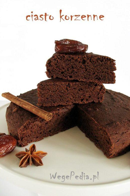 Wegańskie ciasto korzenne fit - przepis bez cukru i oleju