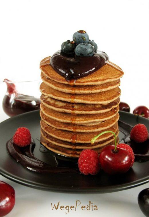 Wegańskie pancakes fit - przepis bez jajek i mleka
