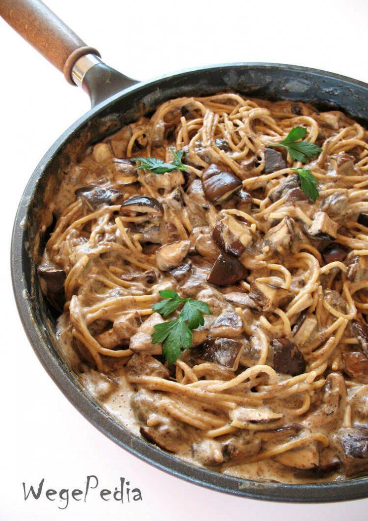 Makaron z grzybami i śmietaną wegańską - szybki przepis
