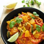Tajskie CURRY warzywne zananasem icukinią – przepis fit