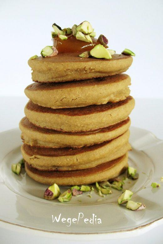 Wegańskie pancakes bezglutenowe z komosy ryżowej / quinoa