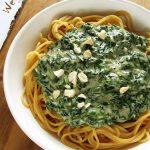 Wegański makaron zeszpinakiem wsosie serowym – przepis fit