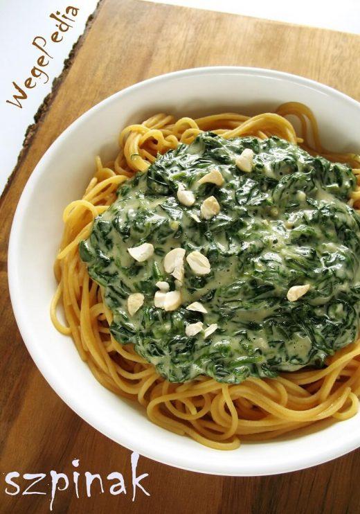 Wegański makaron ze szpinakiem w sosie serowym - przepis fit