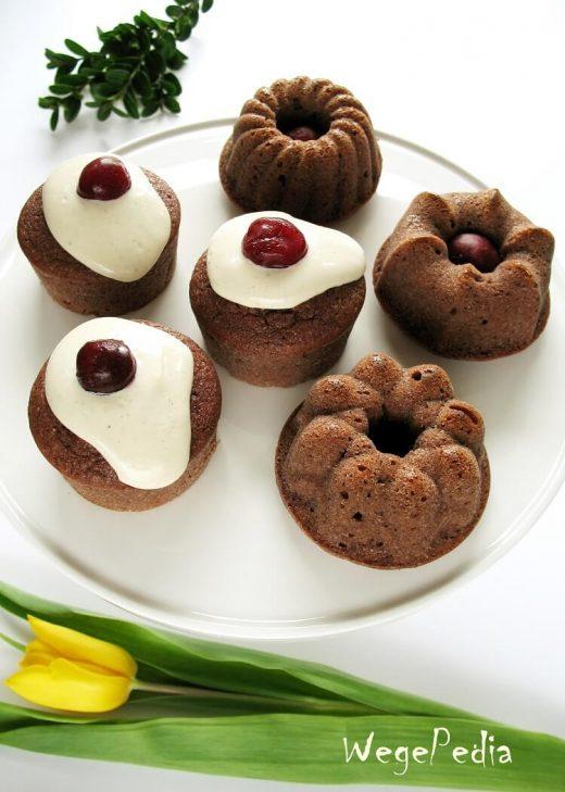 Wegańskie pełnoziarniste muffiny z wiśniami - przepis bez cukru