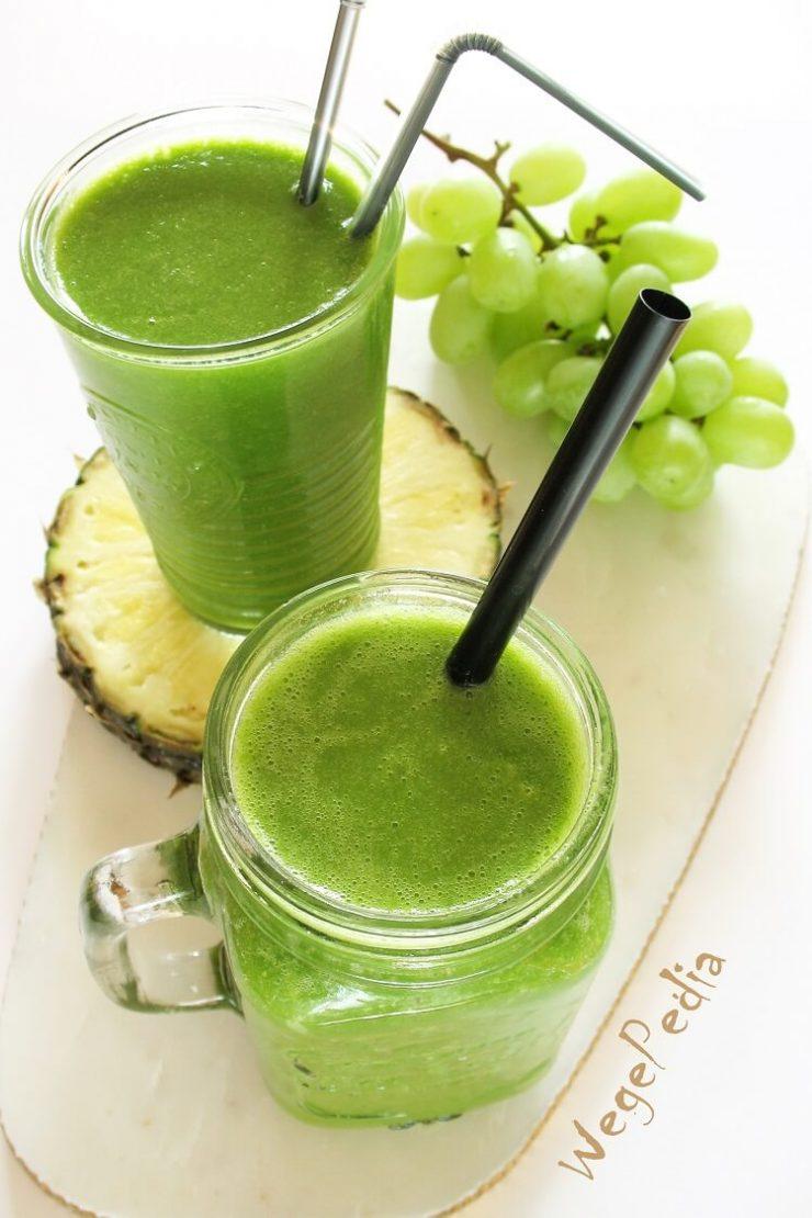 Zielone smoothie z jarmużem, ananasem, bananem i winogronami