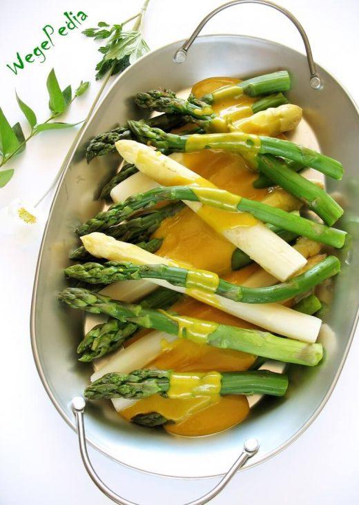 Szparagi z wegańskim sosem holenderskim fit - bez masła i jajek