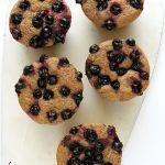 Wegańskie fit muffiny drożdżowe bezwyrabiania – zporzeczkami