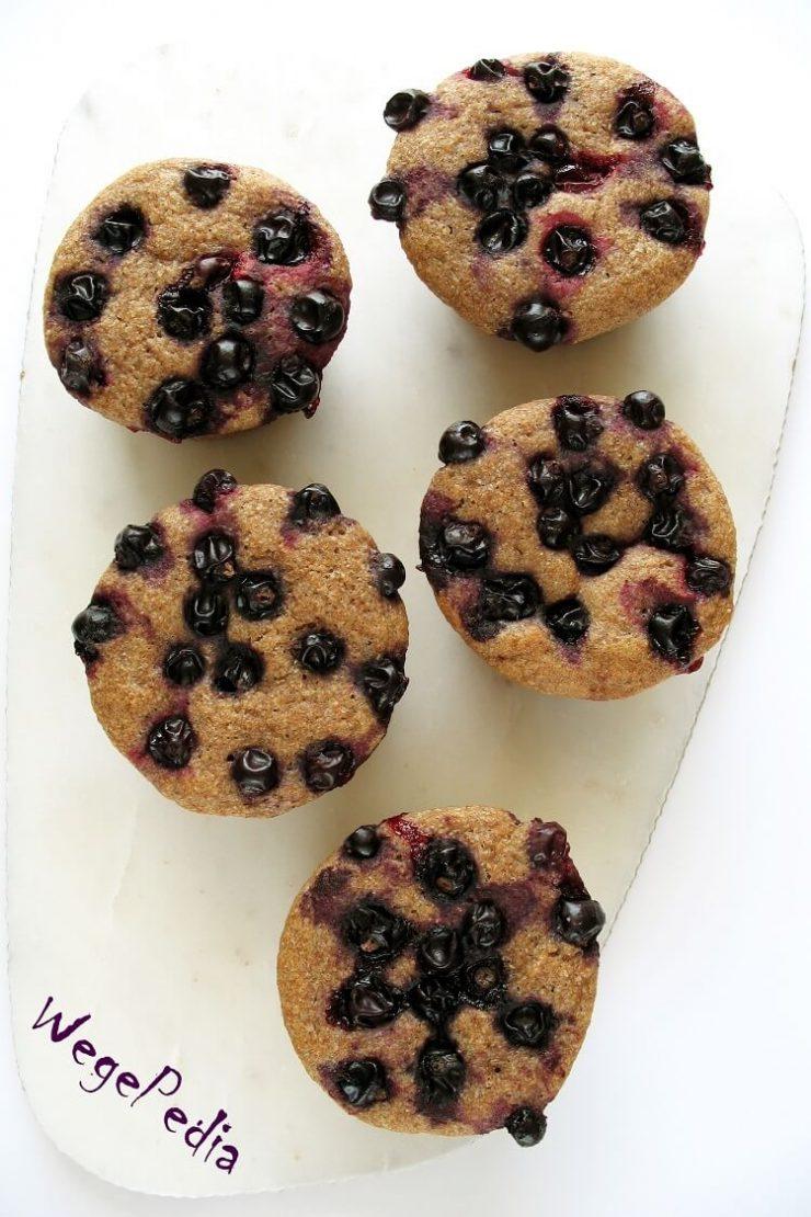 Wegańskie fit muffiny drożdżowe bez wyrabiania - z porzeczkami