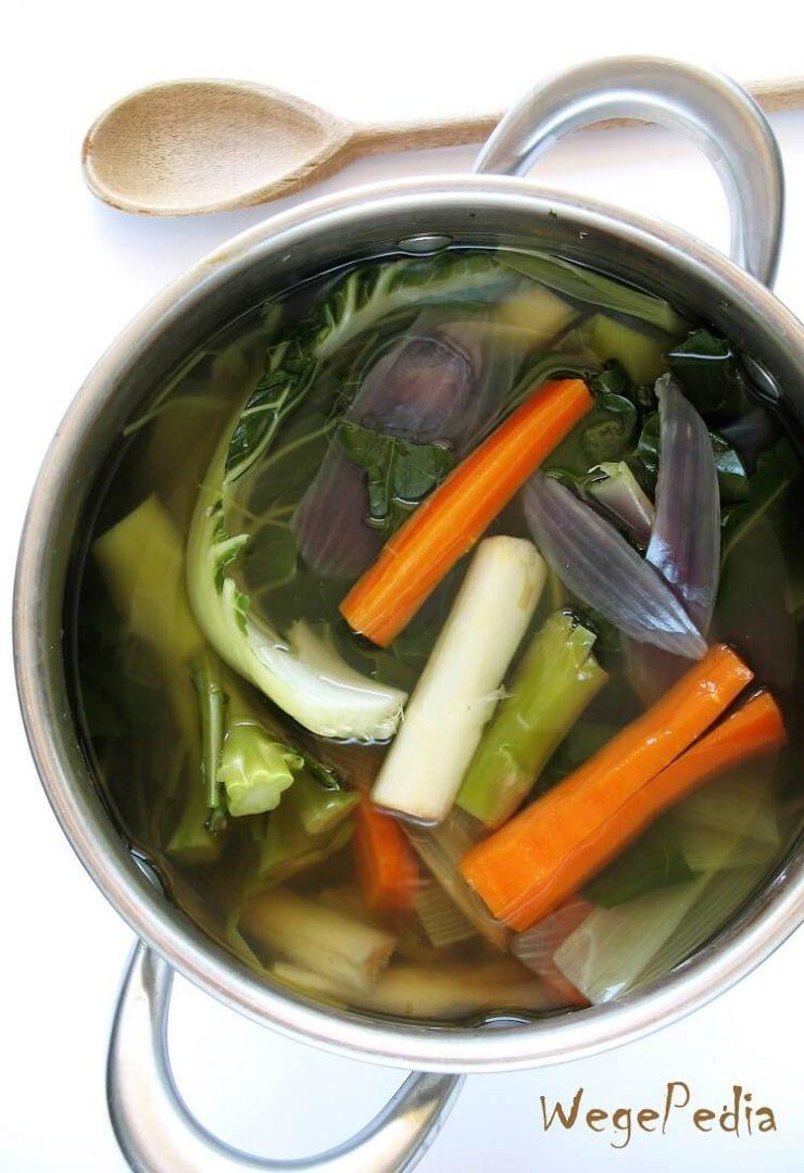 Szybki bulion warzywny z resztek - ekologiczny, do zamrożenia