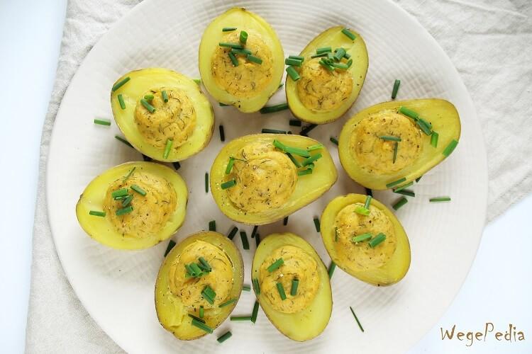 Pieczone, wegańskie ziemniaki faszerowane ala jajka