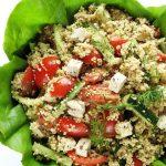 Sałatka zkuskusem, pomidorami iogórkami – wegańska, szybka