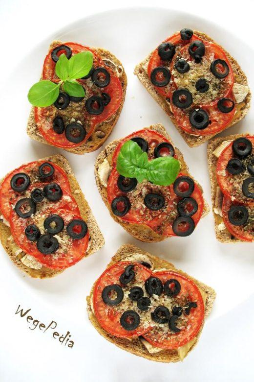 Fit zapiekanki z pieczarkami i pomidorami, z chleba