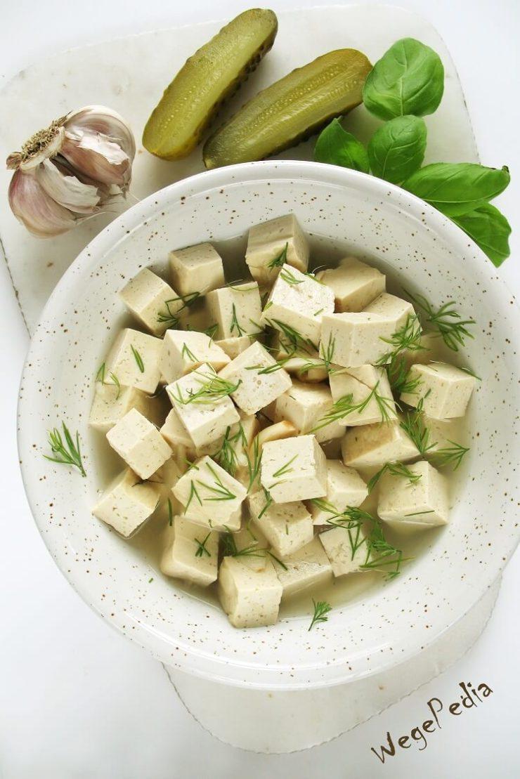 Tofu feta, tofu w zalewie po kiszonych ogórkach