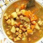 Grochówka wegańska, zupa grochowa bezmięsa