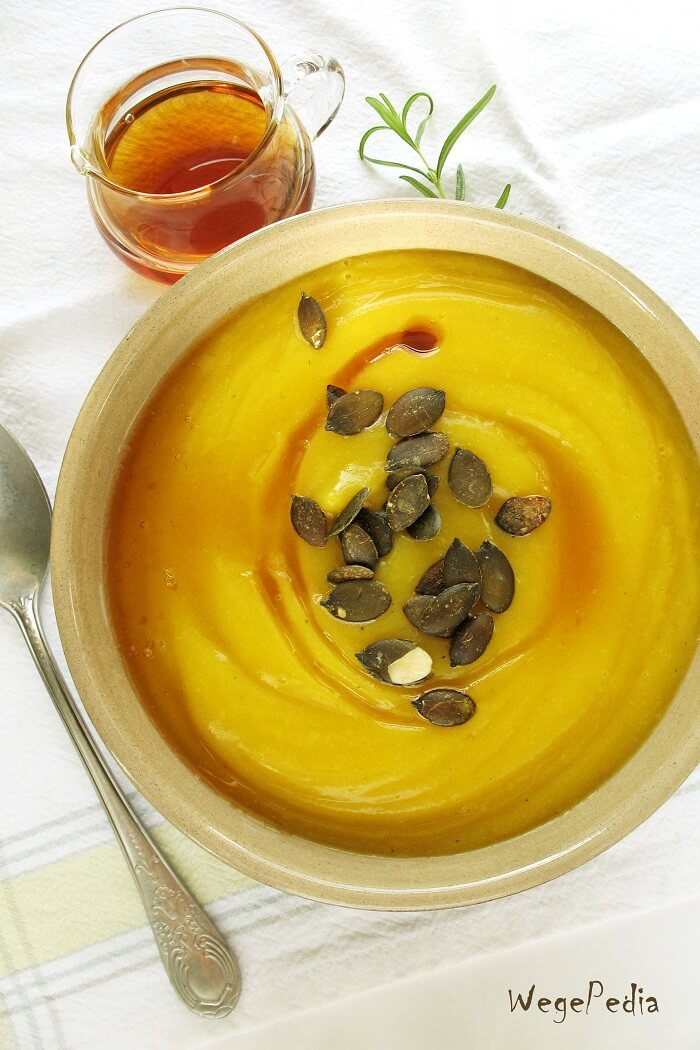 Zupa z dyni pieczonej z syropem klonowym i rozmarynem