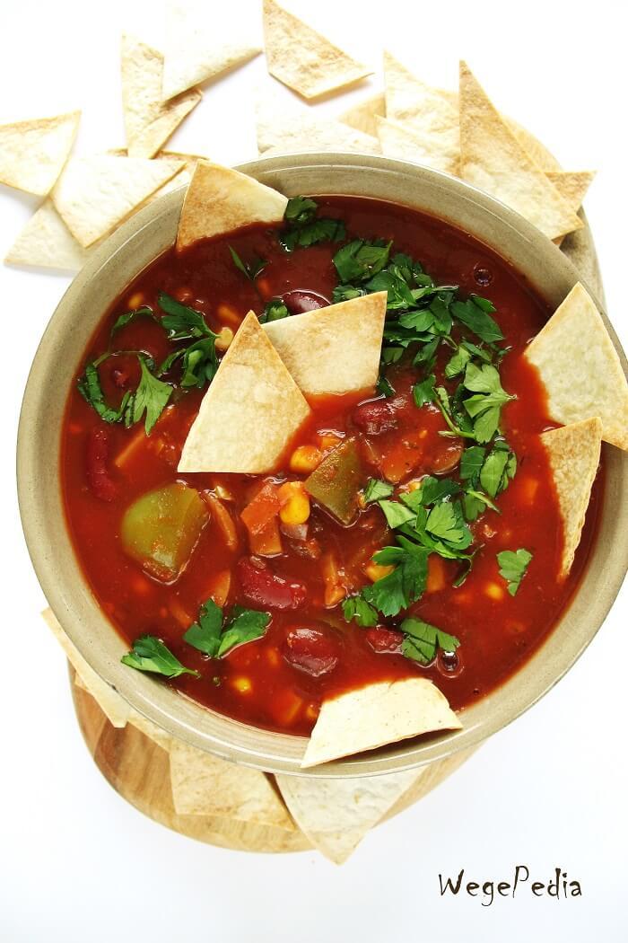 Zupa meksykańska wegetariańska z papryką i fasolą