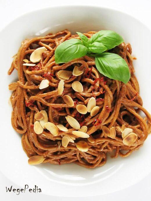 Pesto z pomidorów świeżych i suszonych z migdałami